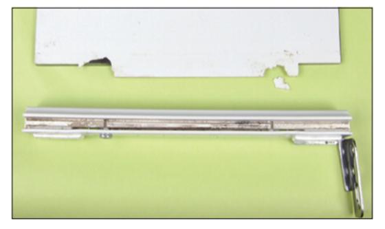 洗面化粧台鏡固定部分のソルベントクラック